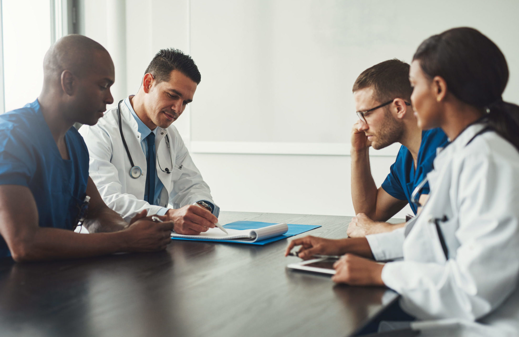 Equipe de médecin en réunion